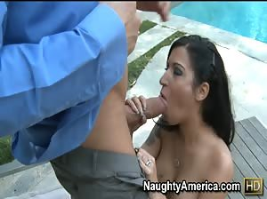 Daisy Cruz gets her wet latina pussy pounded outside
